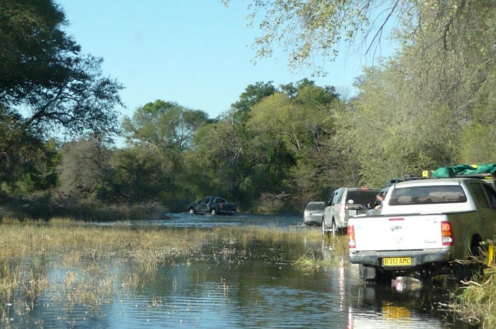 www.roaming-fox.com navigating water Okavango.JPG