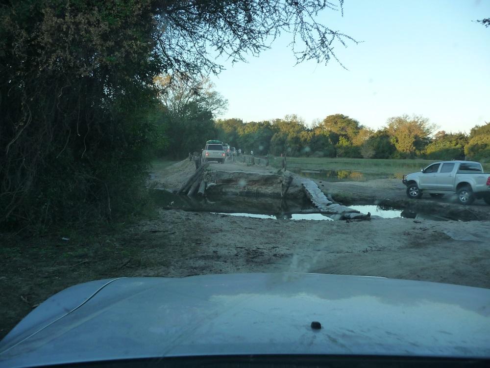 www.roaming-fox.com sand bridge collapsed Okavango.JPG