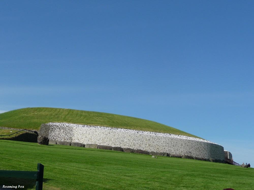 Boyne Valley New Grange Stone Age Irish Tomb.JPG