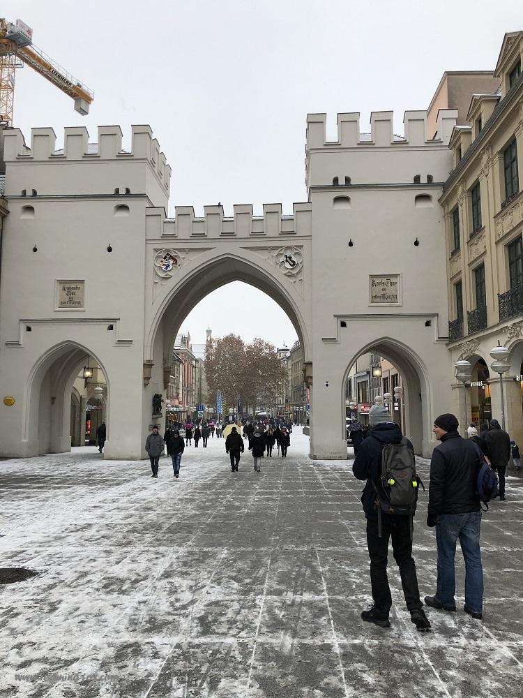 Karlstor City Gate, Karlsplatz