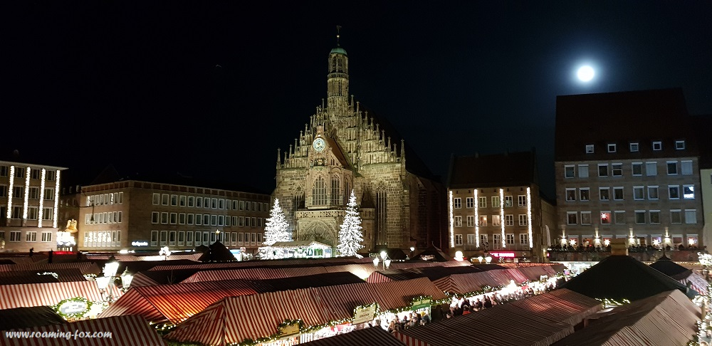 Great photo courtesy of hubby, of an overview of the Frauenkirche and Christkindlesmarkt Nuremburg