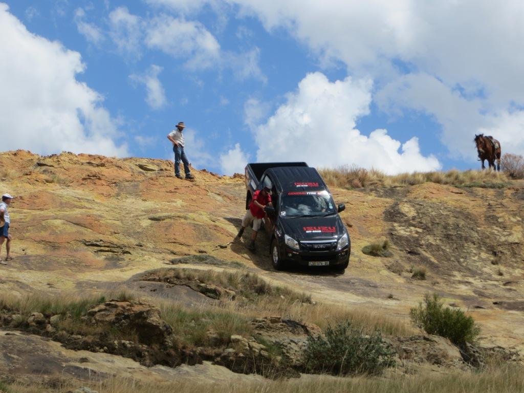 Steep downhill descent on the Langesnek 4x4 trail at Moolmanshoek