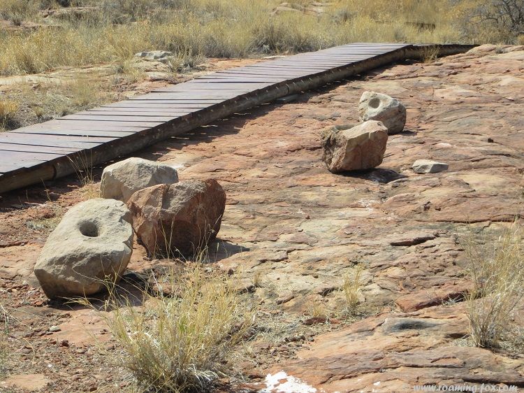 Mapungubwe-hill-stone-mortar.JPG
