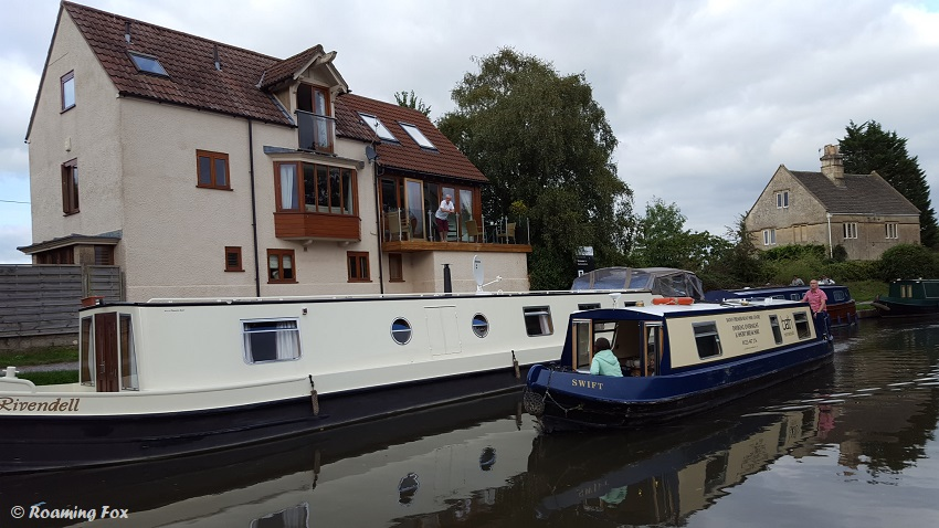 Canal-boats-house