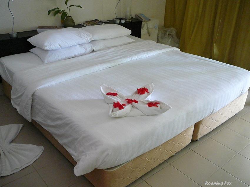Towel art flower Club Med Kani Maldives