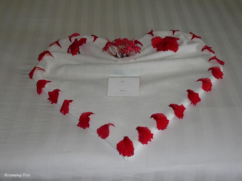Towel art heart Club Med Kani Maldives