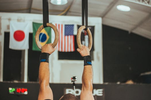 A neutral hang on the gymnastic rings is best for your joints