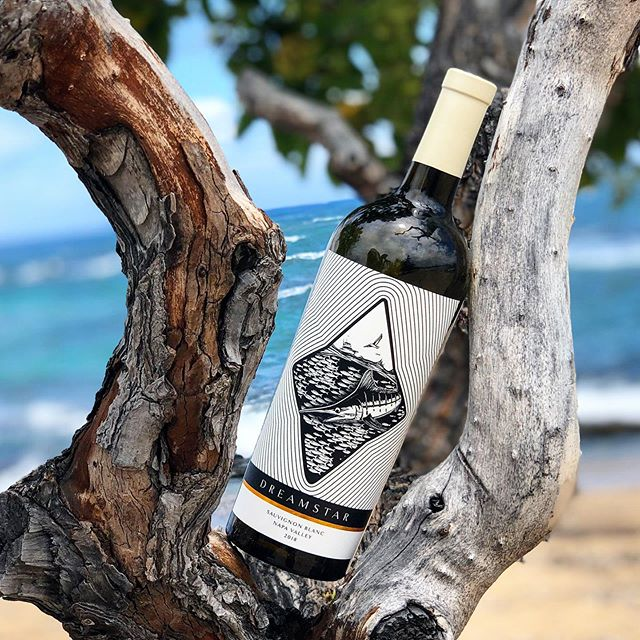 Limited edition! Super cool label by @boldcoastburns 🐟 #marlin #fishing #beach #hawaii #ocean #하와이 #바다 #와인 #술 #wine #napa #baitball #catchandrelease
