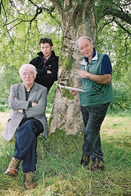 Seamus Heaney, John Kelly and David Hammond, 2003, photographed by Pat Lunny.