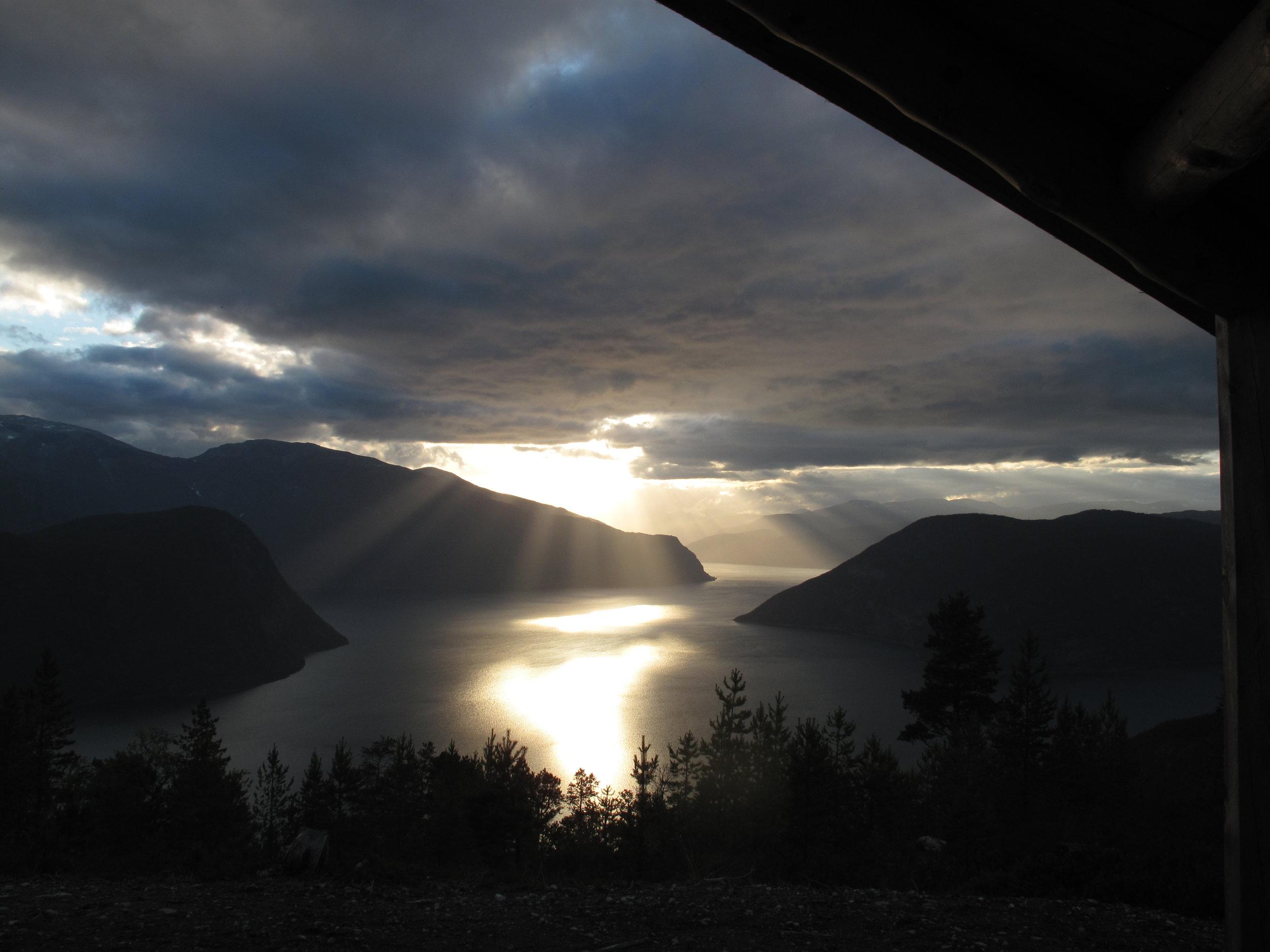 - Sognefjorden, badet i naturens eget scenelys -
