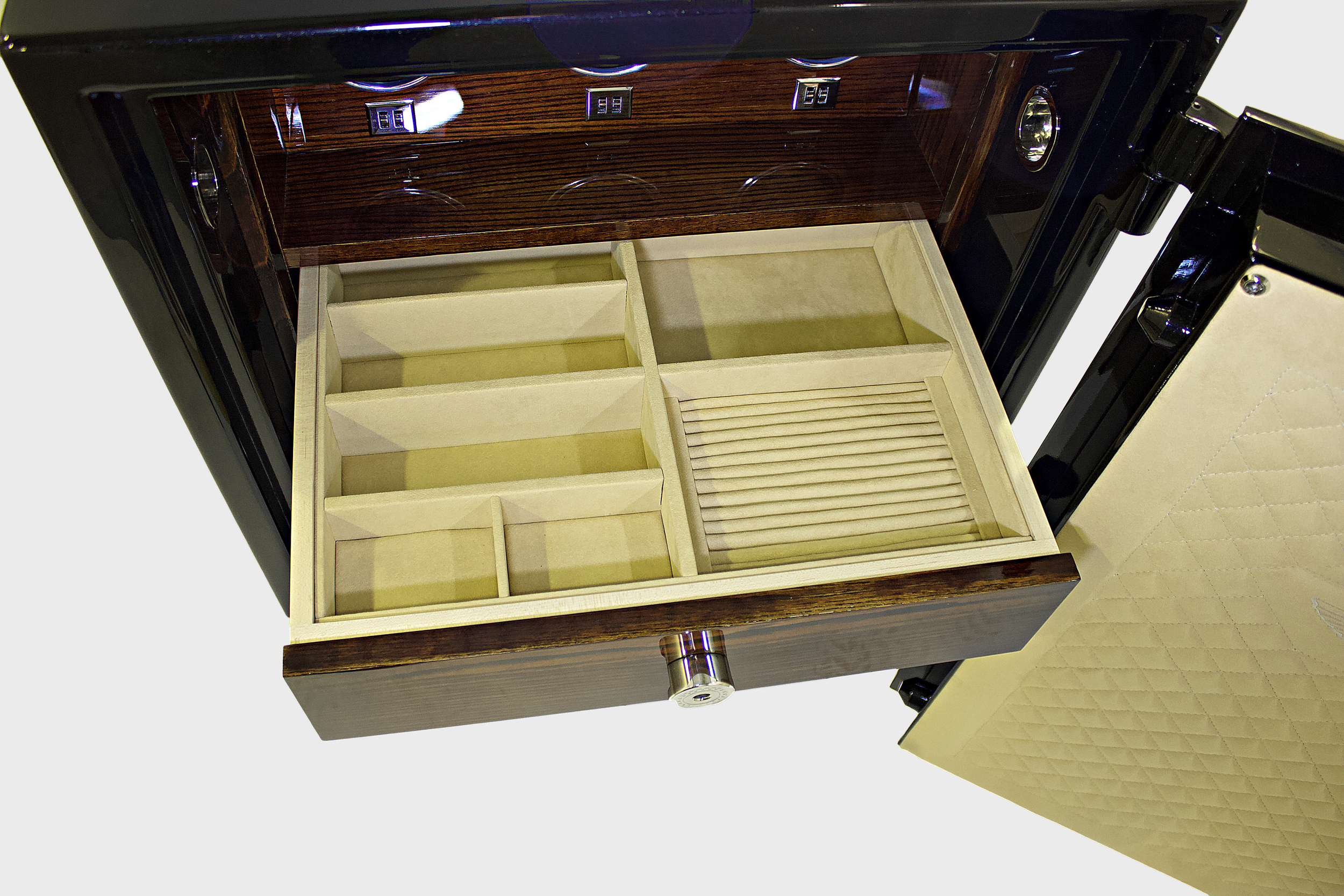 Drawers   personalised drawers & CUSHIONS  Coulson manufacture a comprehensive range of bespoke fitments for our drawers, including watch display boxes, jewellery boxes and ring trays to allow you to fully customise the interior of your safe.
