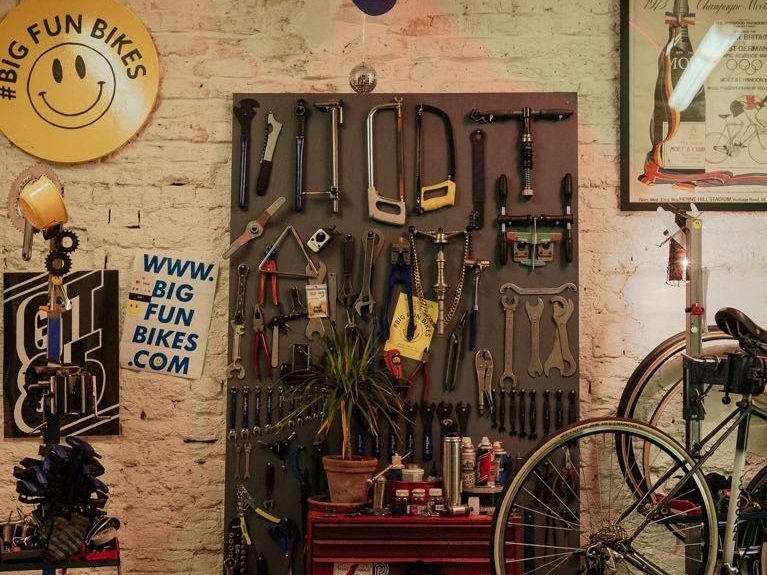 Bicycle shop for repairs in Haggerston
