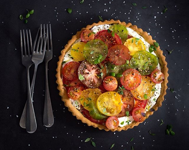 Hanging on to the last days of summer with @deliciousmag's Tomato, Thyme & Ricotta Tart ☀️🍂🍅✨