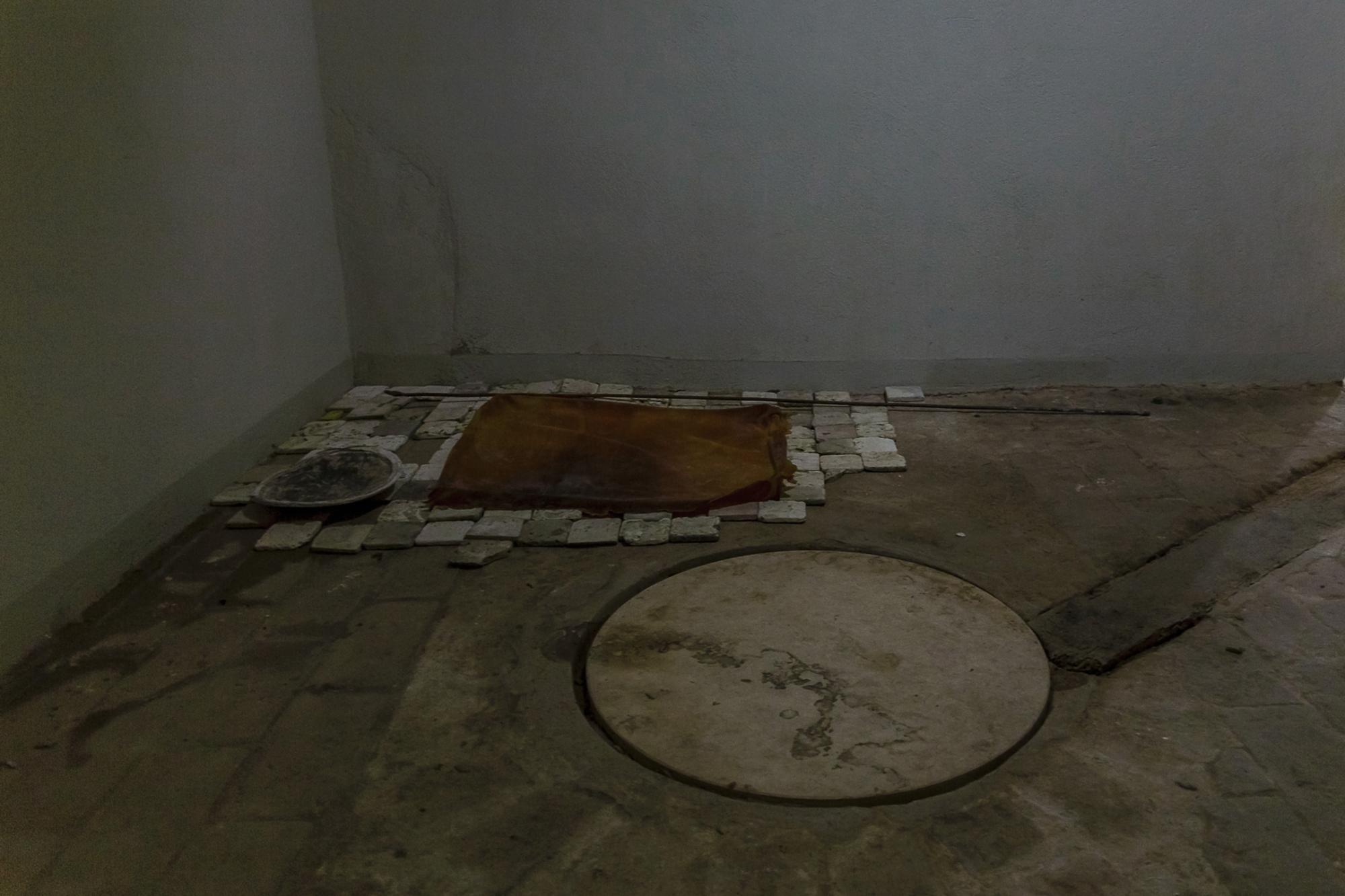 il chiaritoio , Silicone rubber, tin lid, motor oil, travertine tiles
