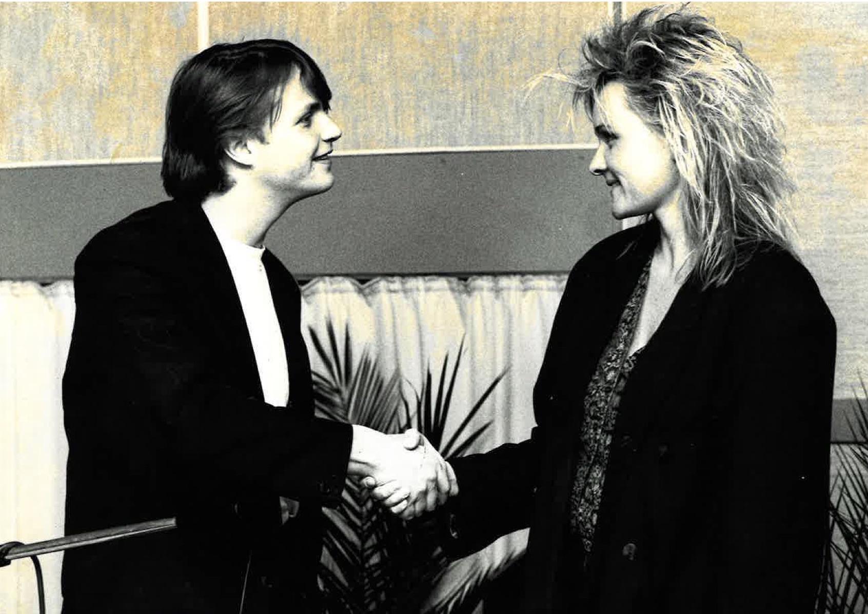 Eva Dahlgren Radio Ettanin haastattelussa.  Kuva: Kari Kuukka