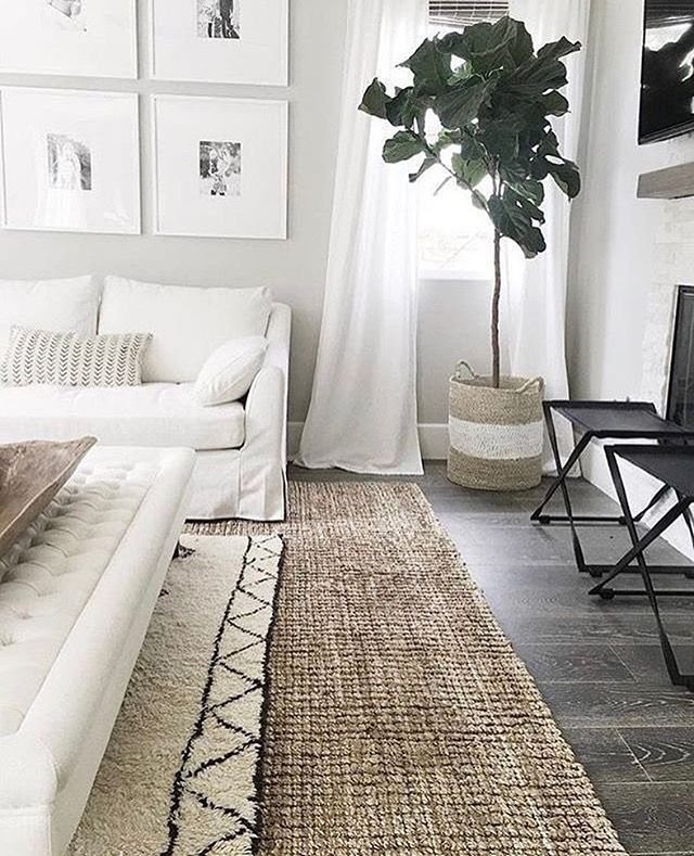Layering Rugs! A favourite way of mine to add texture to a space! Do you layer your rugs? Comment below 👇🏻 #decoretip #interiors123 #lovewhereyoulive #torontodecorator #livingrooms #gtarenos #textiles #rugs @styled_interiors  Photo: Pinterest - designer unknown