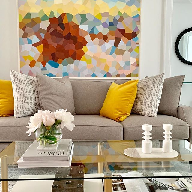 All I want to do is smile when I look at this room! Can you guess why? Its the colour yellow💛 yellow evokes emotion of happiness, positivity, instills creativity and openness. Its is important your home makes you feel all kinds of wonderful! Colour is just one way to achieve that!  @styled_interiors #stagedtosell #stagingworks #boldart #colourfulliving #torontosecorator #torontodesigner #luxuryhome #lovewhereyoulive #yellow #abstractart #velvetpillow