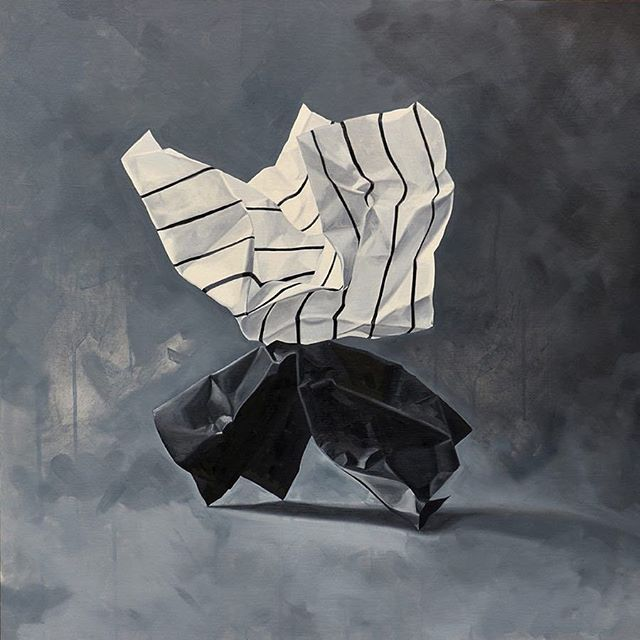 Paper art is one of my favourites. I always go big and bold. This piece by @lindsaychamberspainting is on another level!! 🖤🖤🖤🖤 #investinart #bigart #blackandwhite #abstract #modernart #homedesign #condodesign #condodesigner #condorenovator #torontostaging #torontorealestate #homestaging