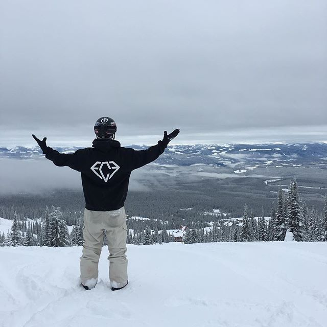 Fine Cut takes on BC! Had loads of fun boarding in @skibigwhite I may not have had the gym, but 5/5 day of  boarding is enough exercise! • • #FineCutFitness #snowboarding #mountains #britishcolumbia #kelowna #bigwhite #onlinecoaching #personaltrainer #fitnessbrand #athleticwear #activelifestyle