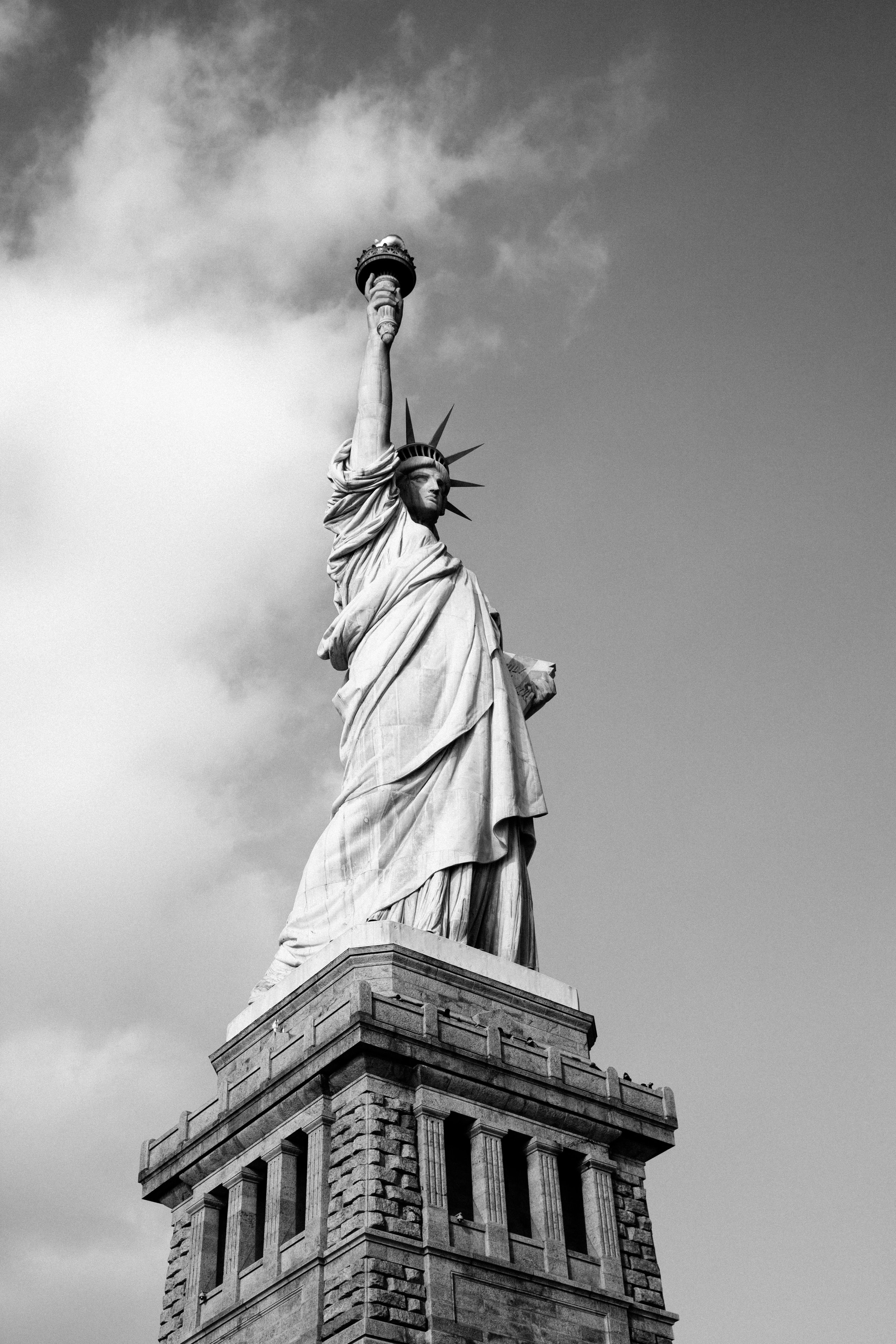 Awesome black and white photo of the staute of liberty.jpg