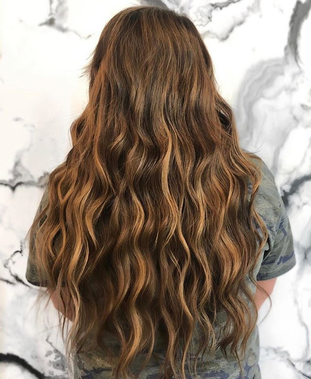 """Hair goals 🙌🏻 hair by ➡️ @jordy_withthe_goodhands - achieved this look with 1 pack of 18"""" tape ins, 2 packs of 22"""" tape ins and 2 packs of 22"""" fusions • • • • • #studio285 #285too #285girl #285hair #extensions #fusions #tapeins #modernsalon #behindthechair #beforeandafter #transformation #augustahair #atlantahair #miamihair #newyorkhair"""