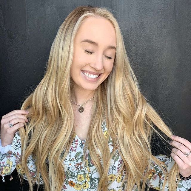 We love our #285girl !!! Hair by ➡@hairbyhopegleaton - achieved this look with 8 packs of fusions and some fresh color • • • • • #studio285 #285too #285girl #285hair #boho #modernsalon #behindthechair #augustahair #atlantahair #miamihair #newyorkhair #fusions #haircolor #blonde