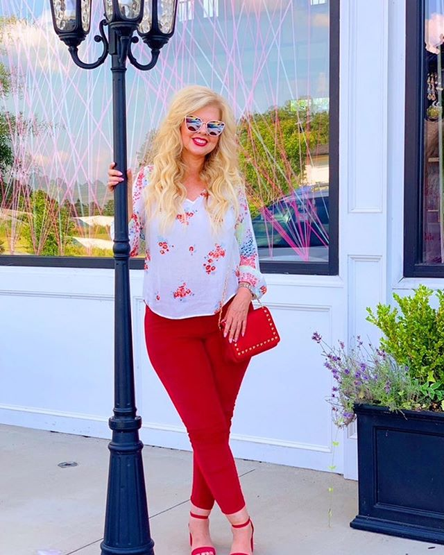 The outside of Studio285 hasn't ever look more Fabulous until this Lady In Red graced it with her presence 😍🤩🌟❤️. Fusion Extensions and Color by @bohobritt  Weekly wash and style by @hairby_trissy  Photo: @kattyceleste  #fusionextensions #augustahair #studio285  #285girl #atlantahairstylist #hairextensions #blondehair #modernsalon #285tooatl #beachedbybritt #valentino