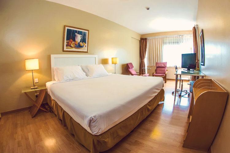 2-Bedroom-King-Bed.jpg