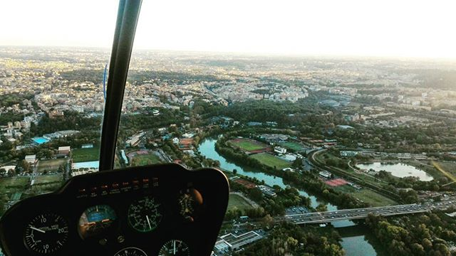 romehelicoptertour #rome #sky #coast #paesage #clouds #cirrus #aviationphoto #helicopters #helikopter #helicoptero #helicopteros #helicoptere #airtoair #airtoairphotography #air2air # #topromephoto  #topitalyphoto #robinsonhelicopter  #aviation #handcrafted #lifestyle #lookoftheday #versace #watches #lifestyletag #heliport #bestphoto #top #topromephoto #topitalyphoto #river #tevere