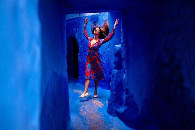 Day 15: #chefchaouen . Sono piombata nel mondo delle favole, in un giorno di pioggia. #beauty  #morocco #moroccotravel #marocco #maroc  #magicplaces #travelblog #travelblogger #traveldiary #morocco_vacations #femaletraveler #femaletravel #travelphotography #discovermorocco #moroccolives #inmorocco #visitmorocco #moroccovacations #moroccolives #travel #travelphotography #travelphoto #boohoo #boohoobabes #moroccobestvacations  #chefchaouenthebluepearl