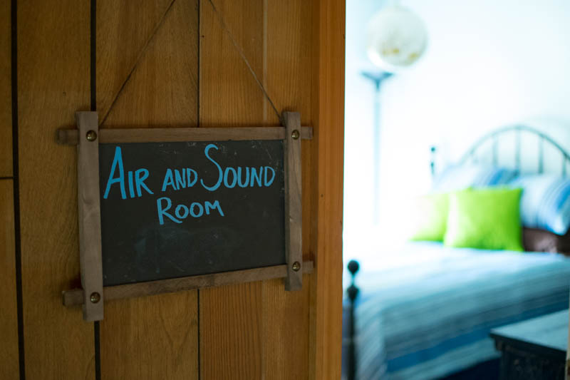 Air & Sound - Air and Sound (blue and green) has a queen bed and a connecting bathroom.  This room will open your heart to breathe deeply and feel a sense of connection and communication.