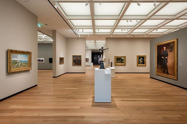Congrats to @theamoncarter on its grand reopening tomorrow after a year of renovations! We are so proud to have been part of this project, from the redesigned galleries and interiors to the cold/cool collections storage. (Photos courtesy of Amon Carter Museum of American Art.) #theamoncarter #schwartzsilver #schwartzsilverarchitects #museumarchitecture #CarterArt #collectionsstorage #architecture #galleries