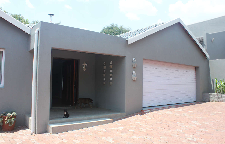 House Minnie - Entrance & Garage