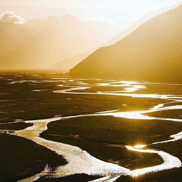 Rolling hills and golden streams, the birth place of Manuka honey · Big love to our middle earth, New Zealand 〰 Via @natgeotravel . . . . #honeyskin #manuka #organicskincare #organicbeauty #naturalskincare #nontoxicbeauty #naturalhaircare #ecobeauty #naturalbeauty #botanicalbeauty #rawbeauty #greenbeautycommunity #greenbeautybloggers #naturalista #skincareregimen #happyskin #eczema #oilyskin #selfcarefirst #aloevera #bodycream #skincarenatural #skincaretips #manukahoney #middleearth #rawskincare #facemask #veganskincare #greenbeauty #naturalcosmetics