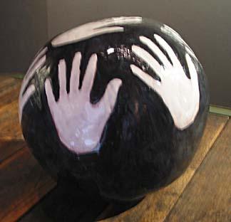 [04] 04ball-hands.jpg