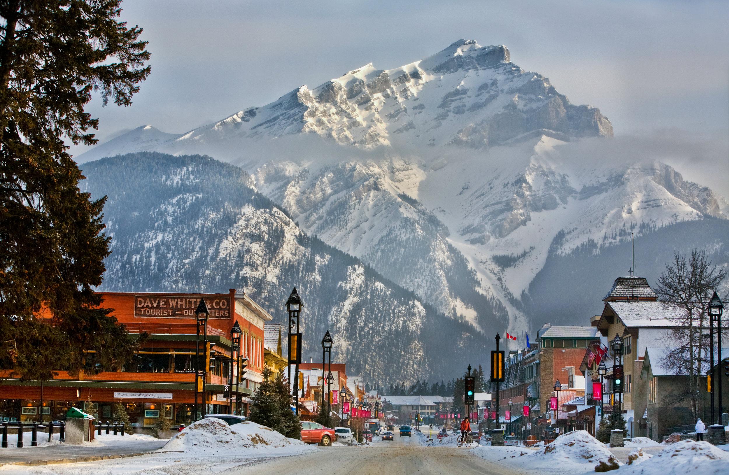 Banff Lake Louise Tourism / Paul Zizka Photography