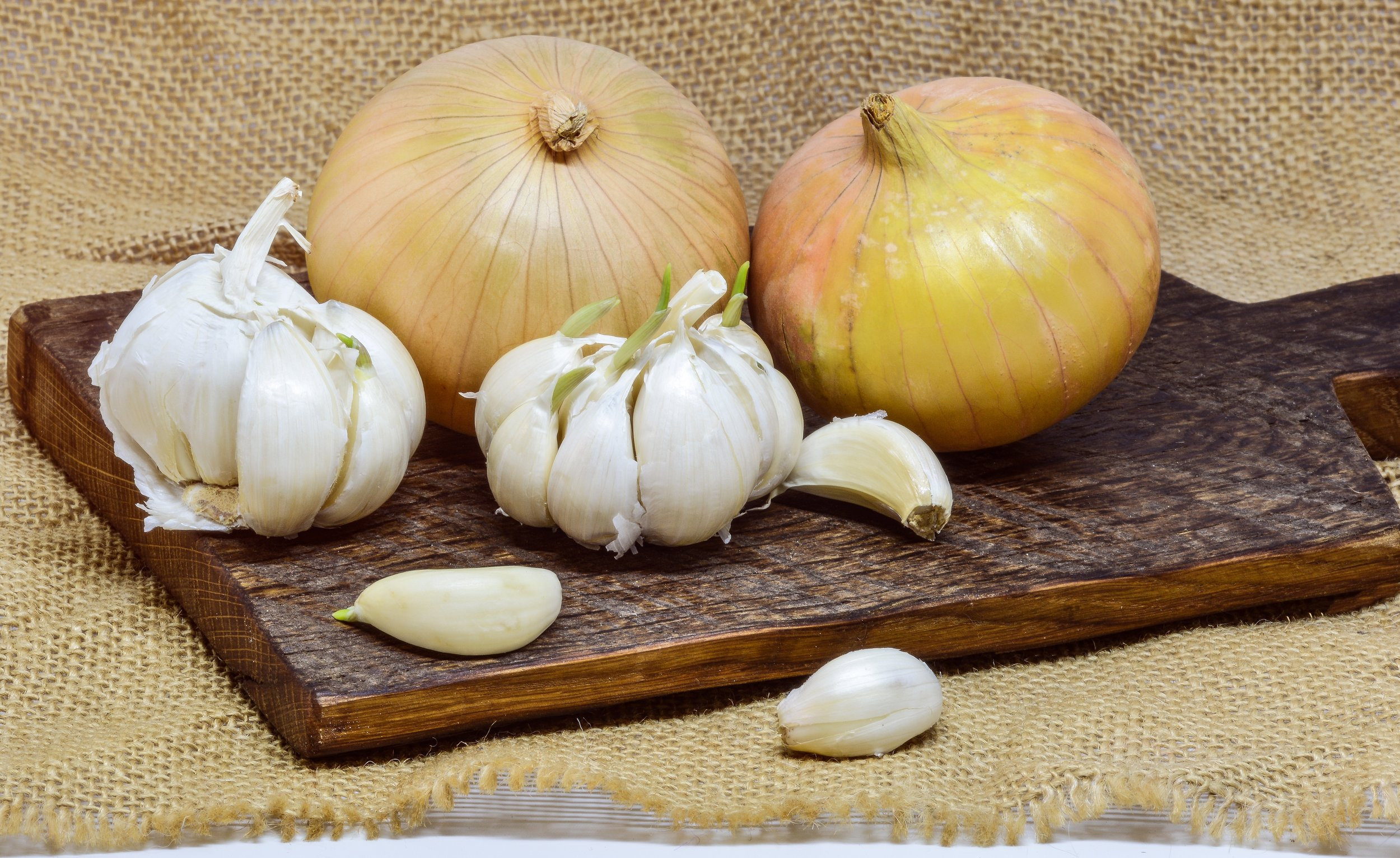 Not only great for keeping vampires at bay, garlic — along with onions and leeks — fights inflammation, which helps keep your heart healthy. ( Pixabay.com photo )
