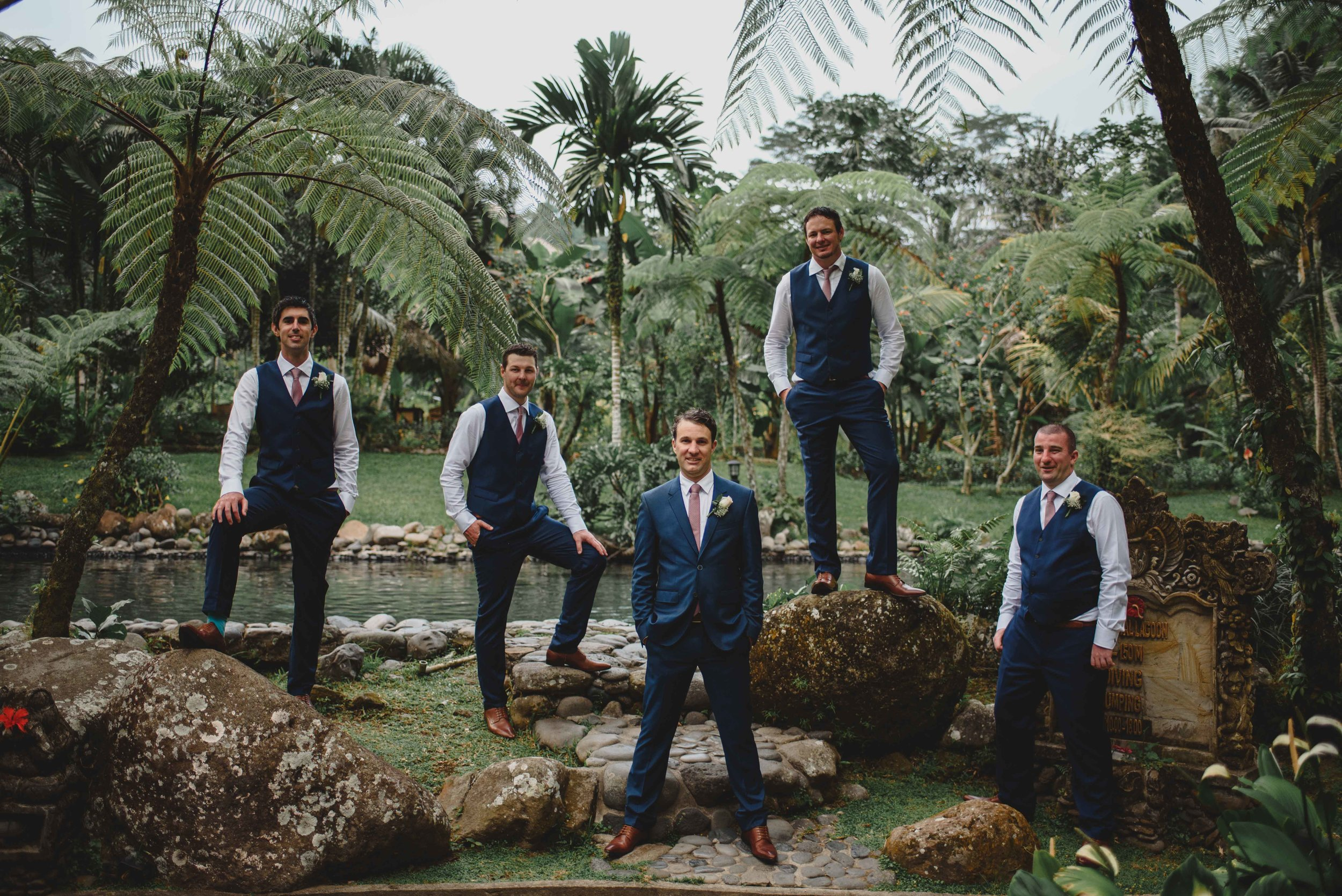 1449-0081M tropical grooms.jpg