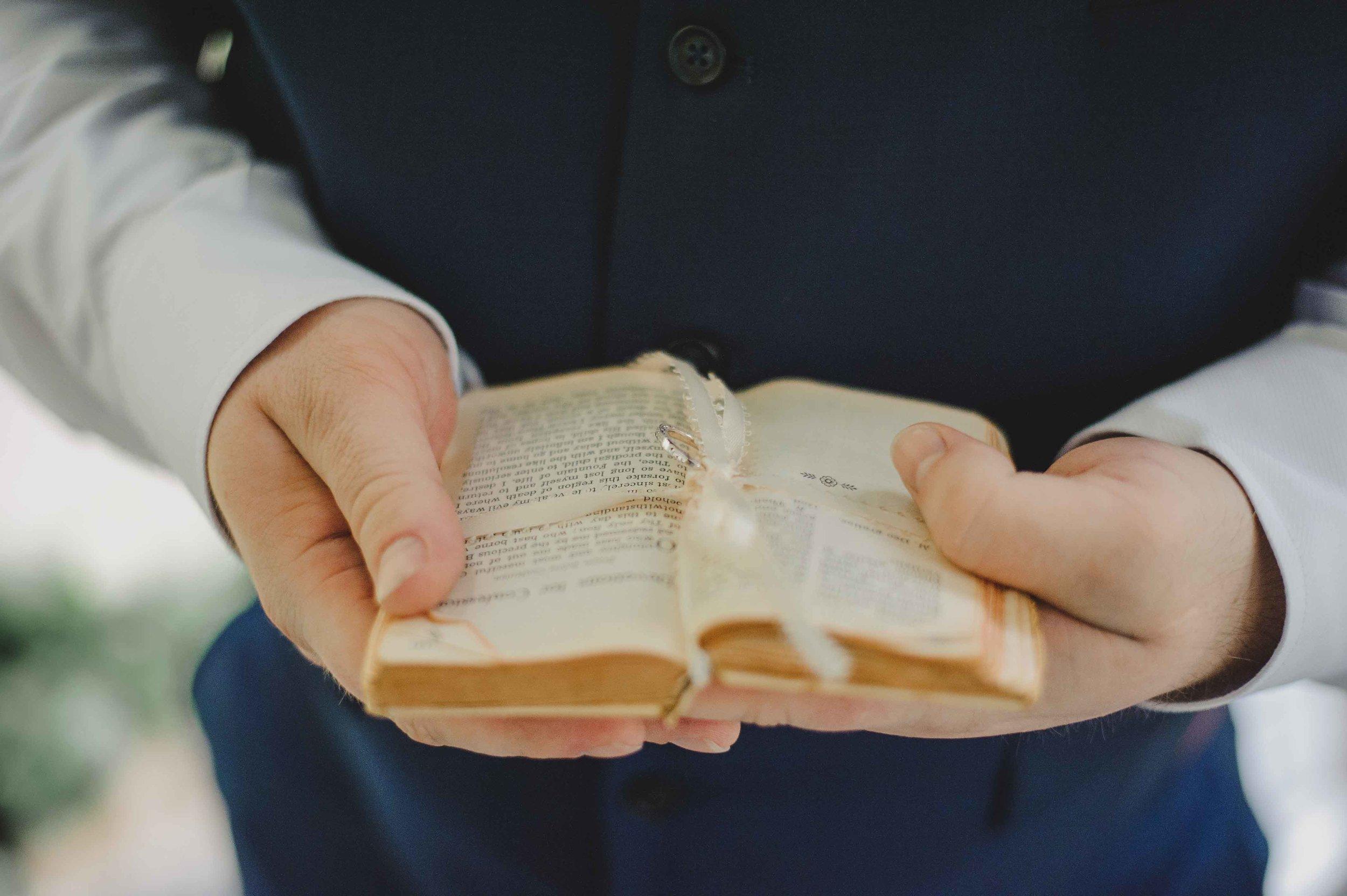 3437-0081S bible.jpg