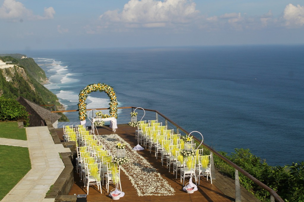 The Edge is a clifftop wedding spot that can be decorated any way you like by your Botanica wedding planner.jpg