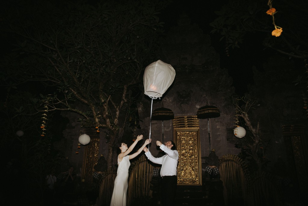 The couple letting off wedding ceremony lanterns.jpg
