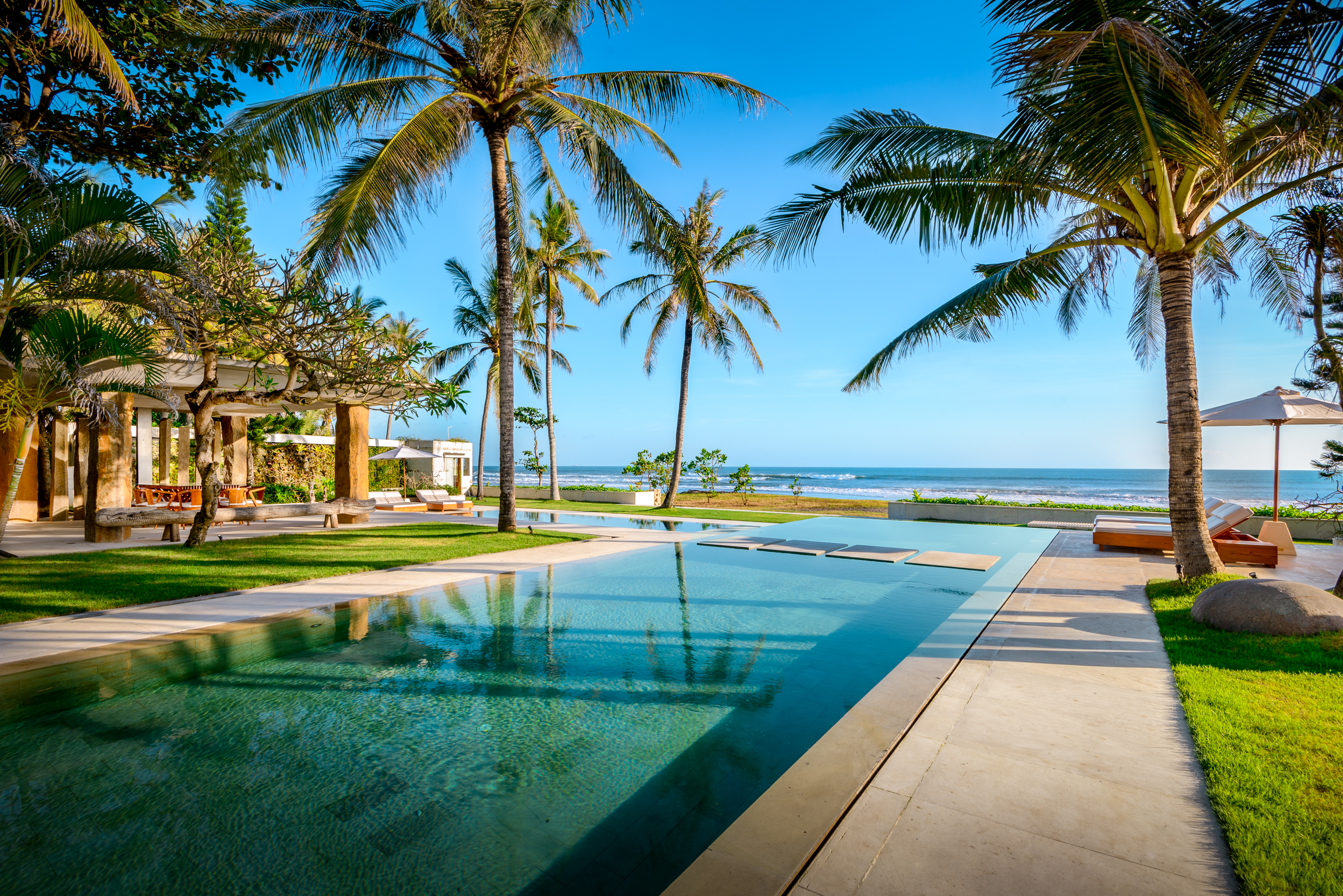 Villa Weddings - Our weddings in sprawling beachfront villas where our couples enjoy views of an Indian ocean sunset.