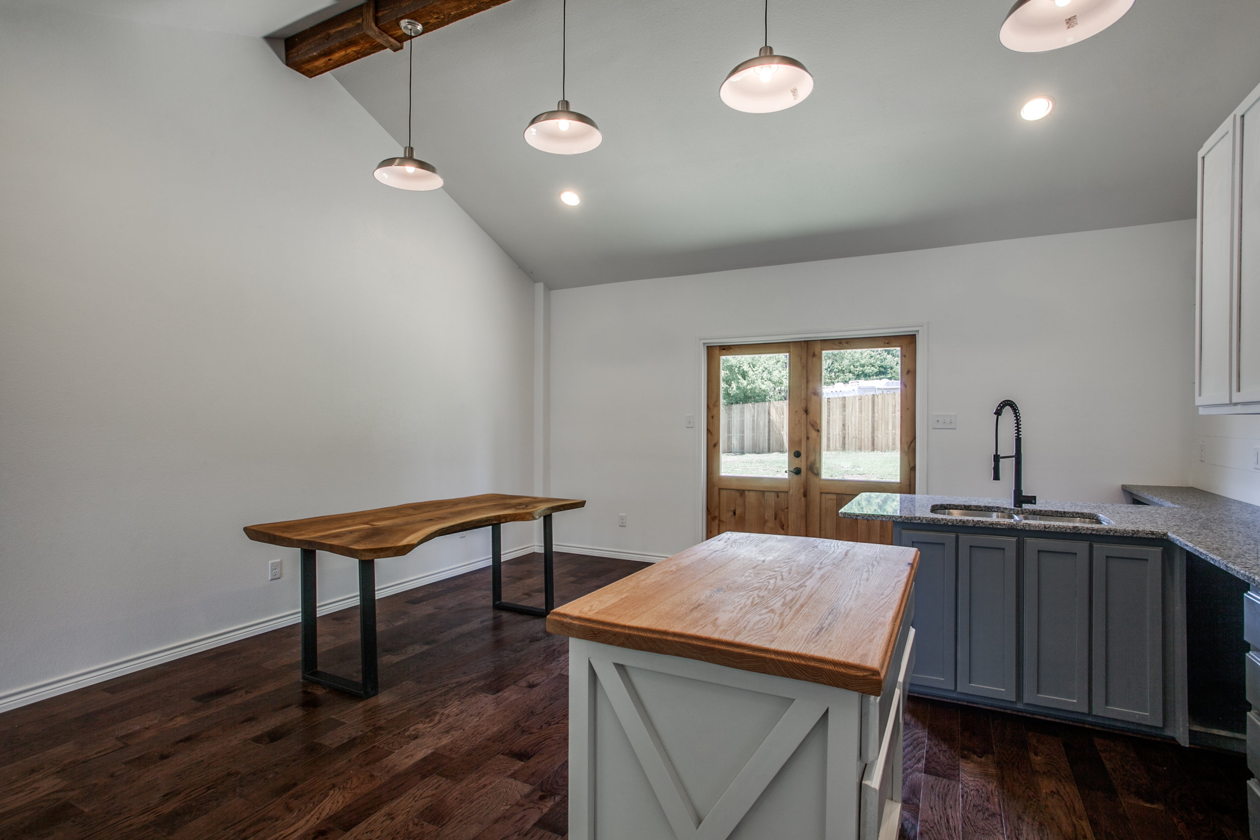Furniture - Live edge wood table - solid oakButcher block Island