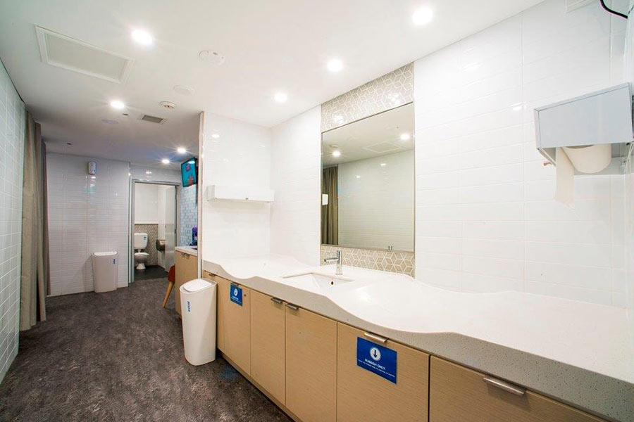 Tamworth Square bathroom