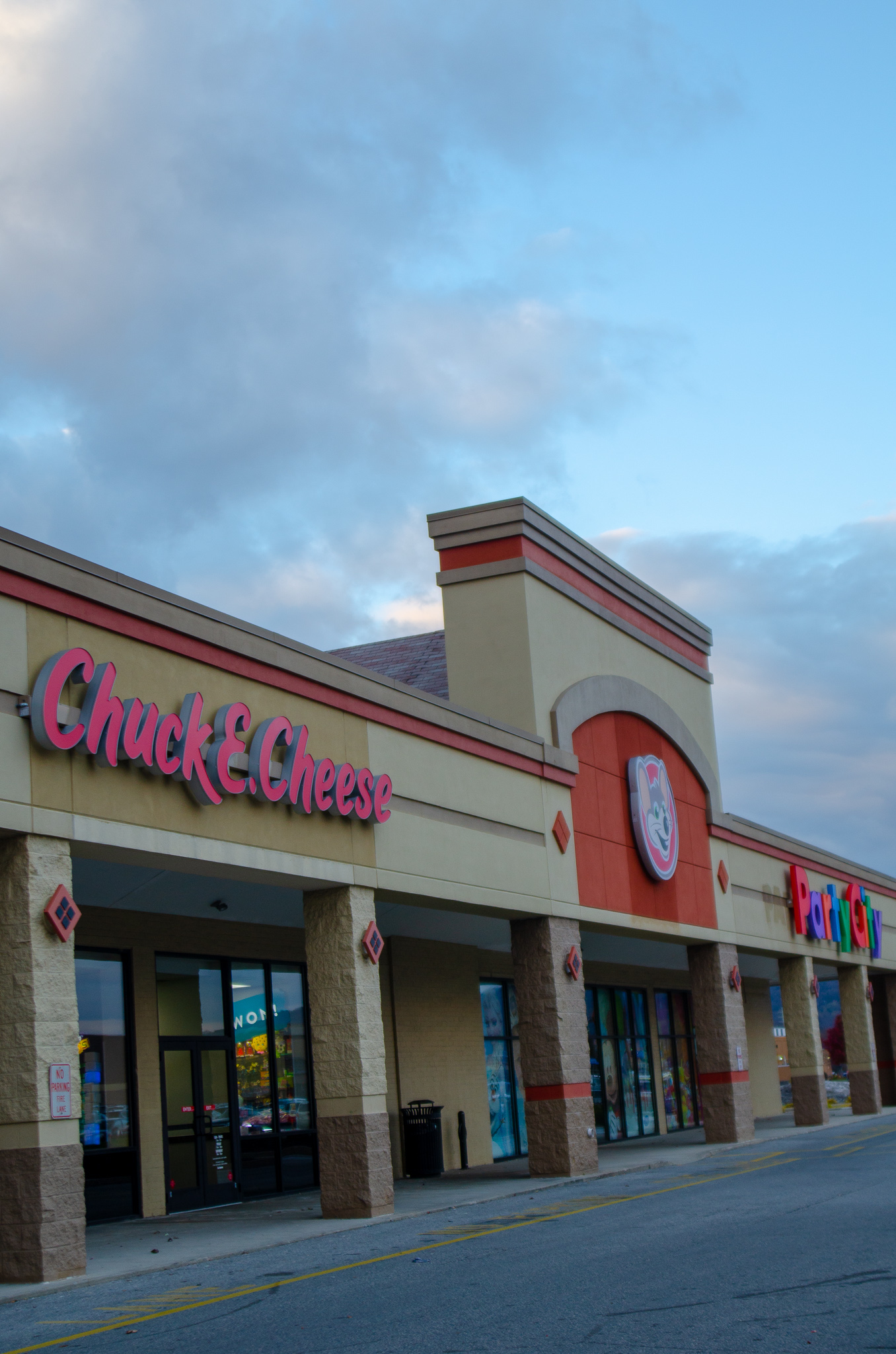 chuck e cheeses back and better than ever - she got guts