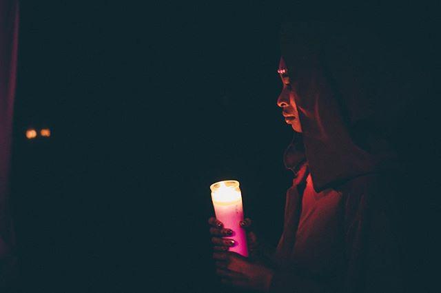 Follow your inner light 🔥 #ritualburlesque #divinefeminine #magic #ceremony #performanceart 📸: @a_perspectives