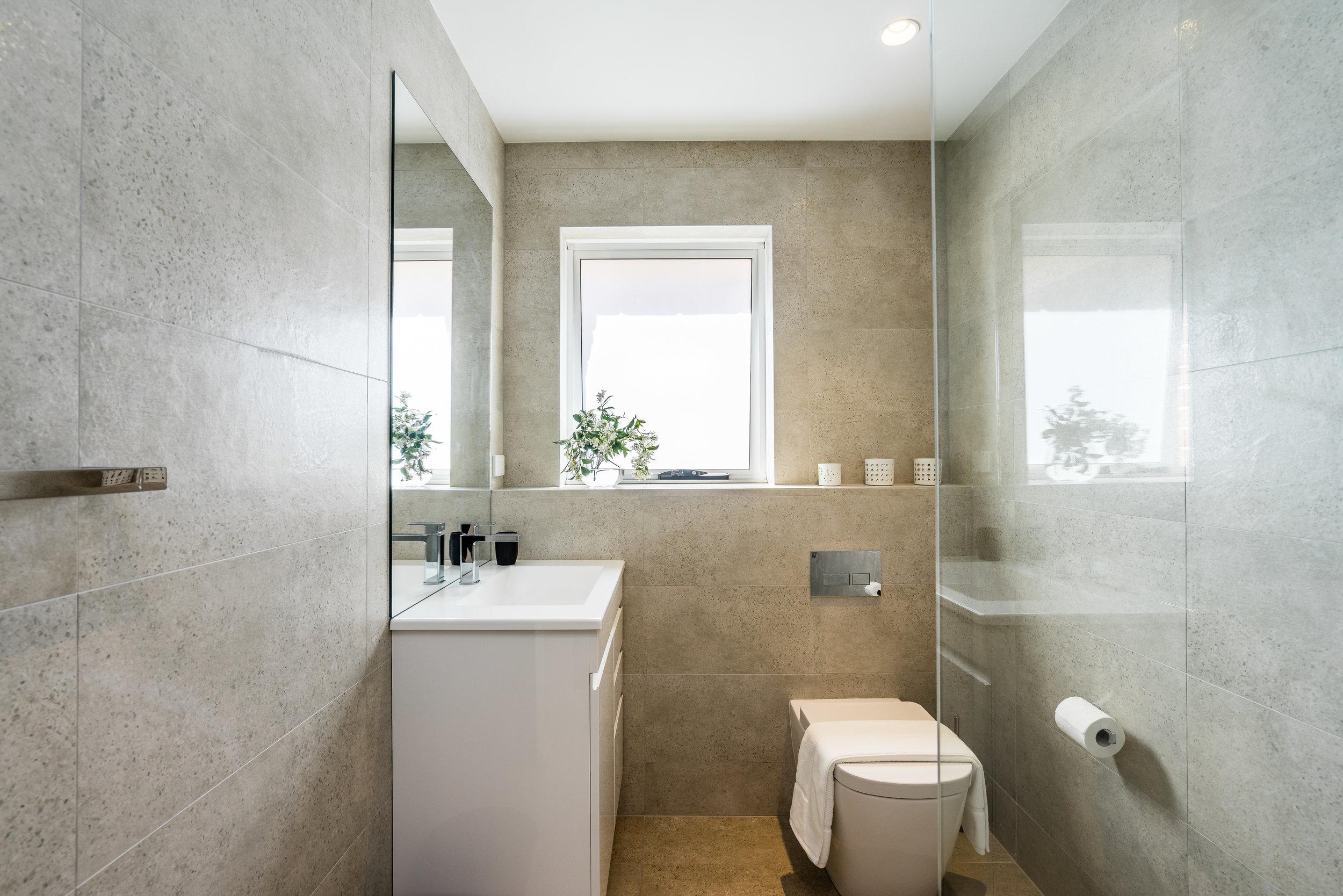 Main bathroom_1.jpg