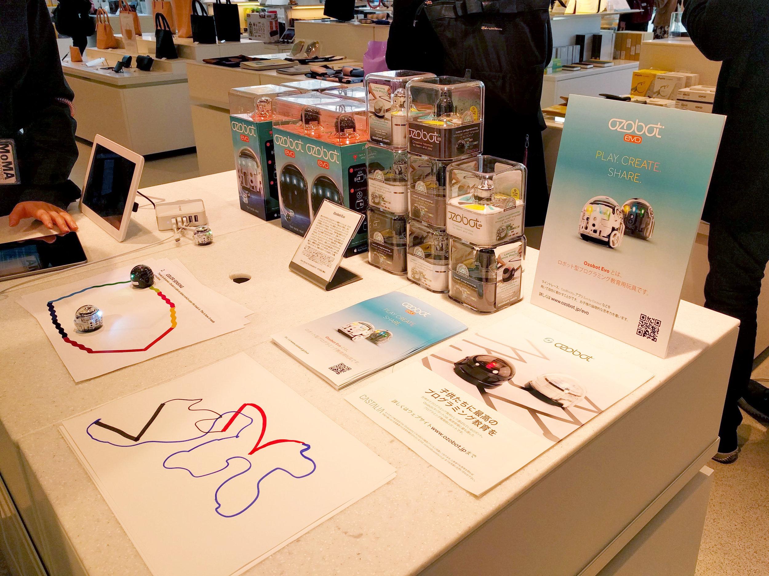MoMA Design Store 表参道 の Ozobot コーナーの様子