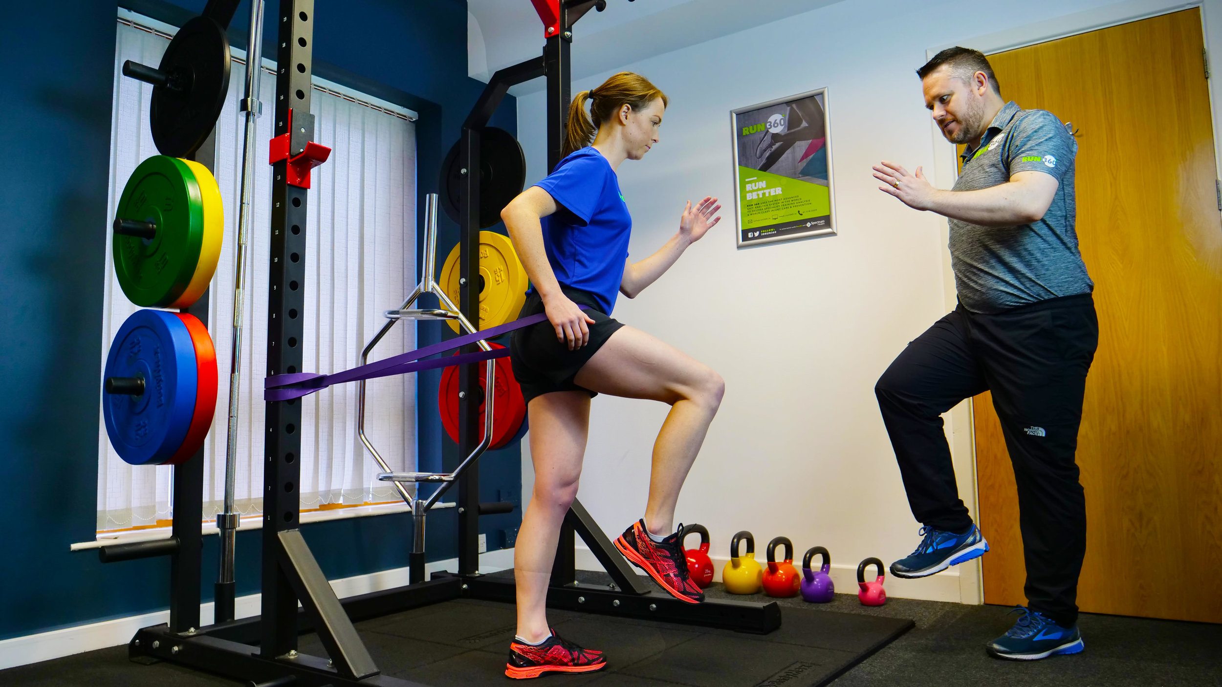 physio and patient training, stretching hip flexors