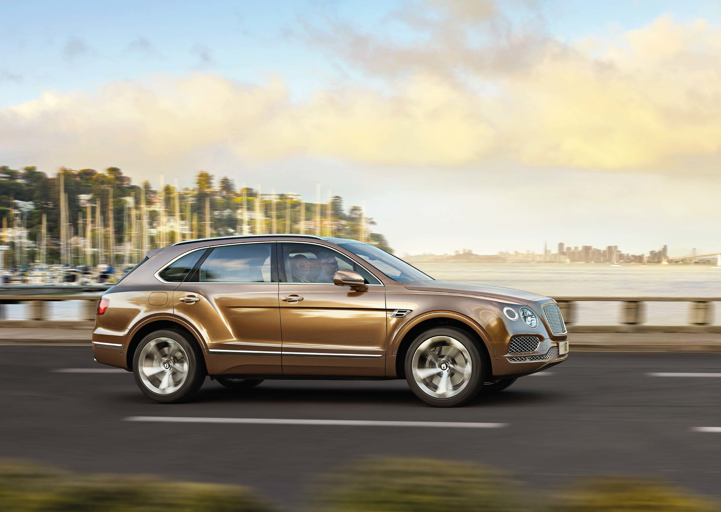 Bentley Bentayga Brochure _Page_06.jpg
